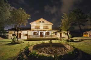 hosteria-papagayo-south-at-night