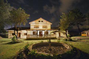 hosteria-papagayo-south-at-night